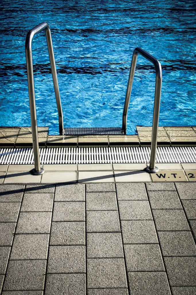 commercial pool repair